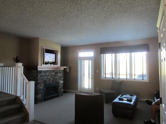 Bighorn Meadows Resort : living room