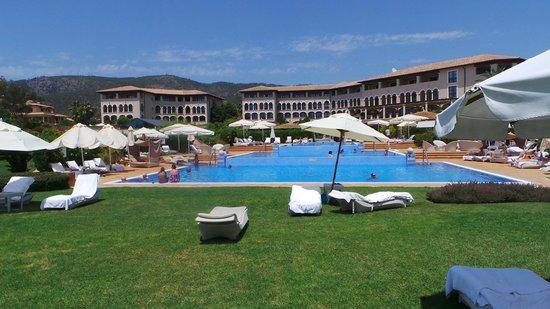 The St. Regis Mardavall Mallorca Resort: Poolanlage