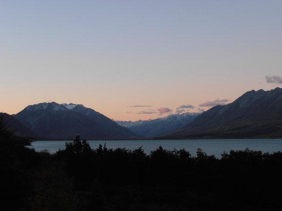 Lake Ohau Lodge: Sunset from the balcony