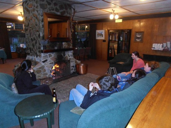 Lake Ohau Lodge: Sitting in front of the fire