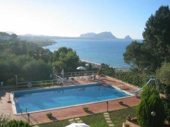 Villa Mirtilla : terrazza con piscina vista mare