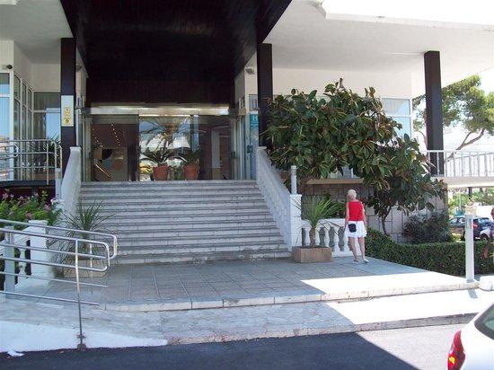 Sunprime Palma Beach: Hotellets entré med ramp till vänster