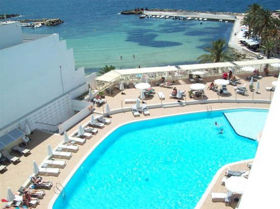 Sunprime Palma Beach: Vy över poolen och standen