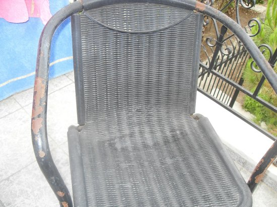 verrosteter stuhl auf dem balkon picture of hanioti grand victoria hanioti tripadvisor. Black Bedroom Furniture Sets. Home Design Ideas