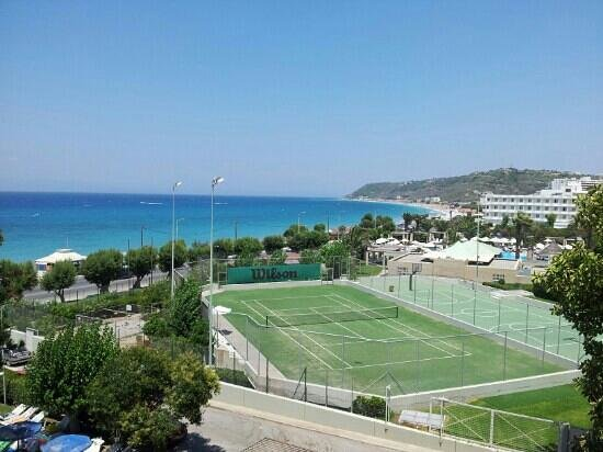 Oceanis Hotel : Tennis courts and far side of the town
