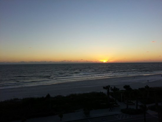 Holiday Inn Sarasota - Lido Beach: Sunset (better in real life - taken by cam phone)