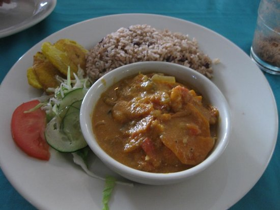 Restaurante Tamara: Rice and beans, special coconut shrimp, patacones