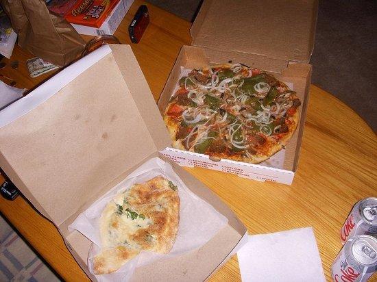 Elvio's Pizzeria: Pizza & calzone