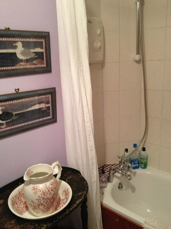 The Warwick Guest House: bathroom