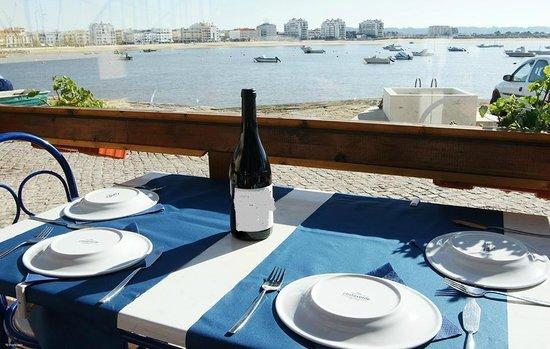 Restaurante Pesca no Prato: Mesa posta pronta para os receber