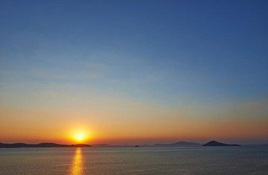 Nicolas Studios: Lever de soleil sur la mer