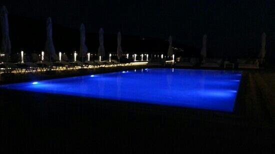 Porto Vitilo Boutique Hotel: pool at night