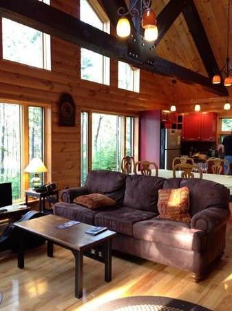 Moosehead Hills Cabins: Living Room