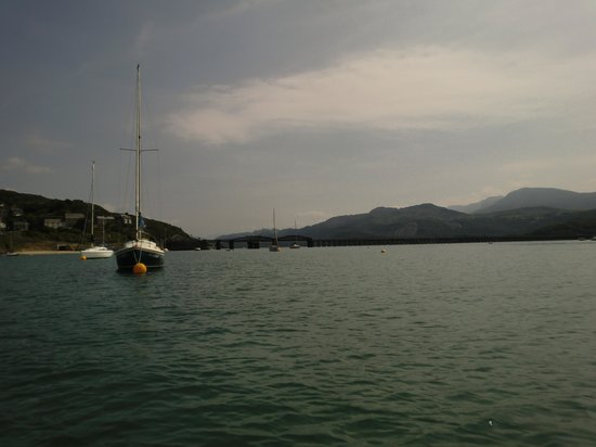 Lawrenny Lodge: bridge from sea ferry