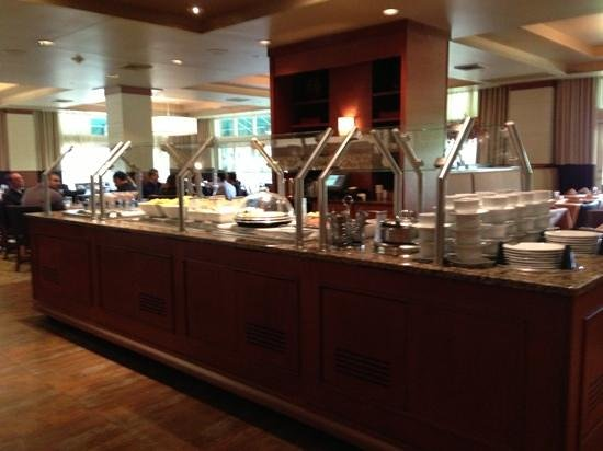 Wyndham Hamilton Park Hotel and Conference Center: extensive breakfast buffet