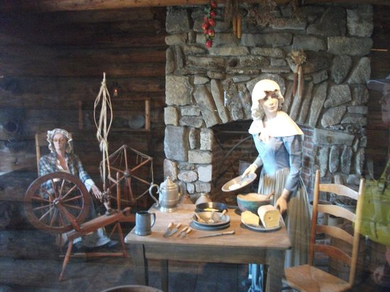 The Fort William Henry Museum & Restoration : wax model displays