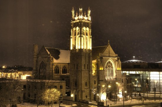 Hilton Garden Inn Minneapolis Downtown: Great View of Church Architecture