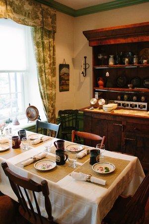 Historic Smithton Inn: breakfast room