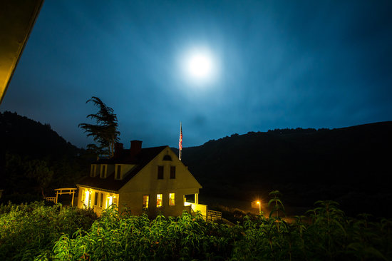 Coast Guard House Historic Inn: Night time from the boat house
