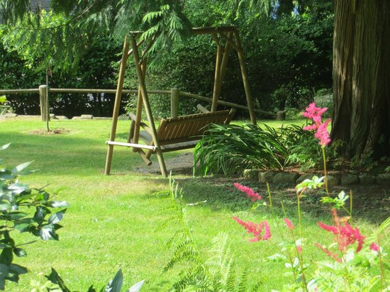 Caprice Bed & Breakfast: Swing to relax on.