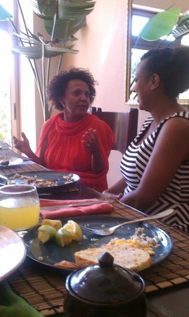 Kefetew Guest House : Breakfast with the owner
