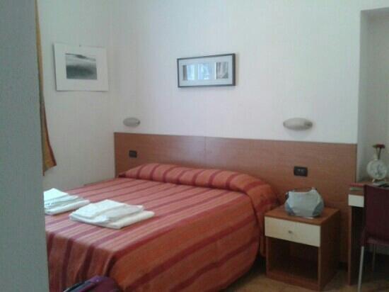 Hotel San Desiderio : camera da letto