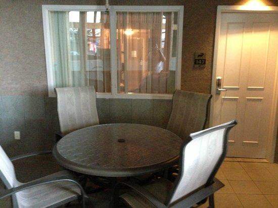 C'mon Inn: room patio area