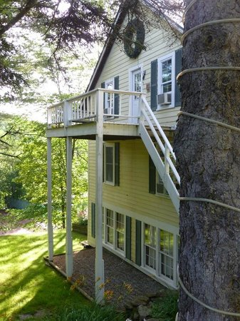 Tucker Hill Inn : many rooms have balconies and woodsy views