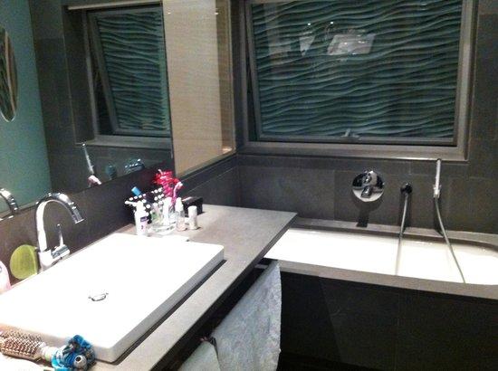 Suites Avenue : La salle de bains