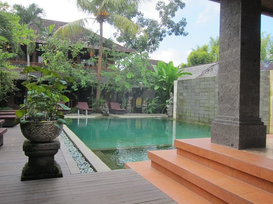 Puri Garden Hotel & Restaurant: The hotel and its swimming pool