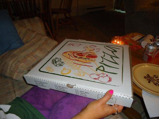 Boston Brothers Pizzeria : the box
