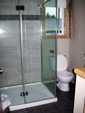 Domaine Frais Air : Une grande douche pour deux avec douche à jets de pluie