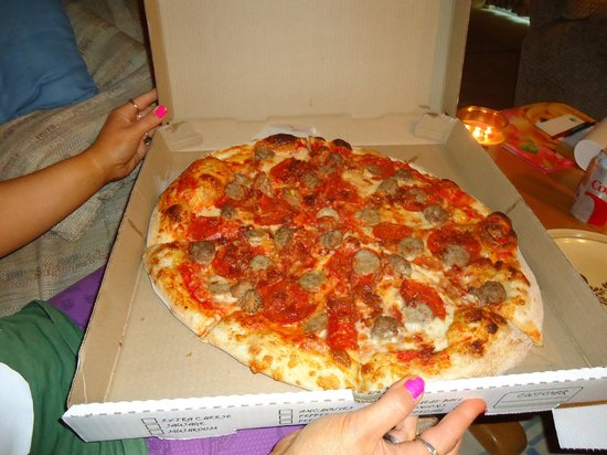 Boston Brothers Pizzeria: looked better then it tasted