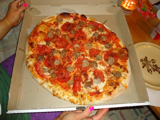 "Boston Brothers Pizzeria : ""big dig"" pizza"
