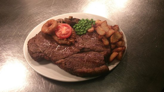 Bluey's Aussie Bar & Steakhouse: A 48oz Beef Rump Steak with all the Trimmings.