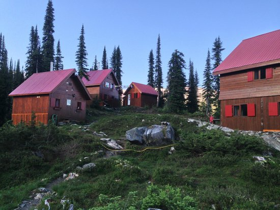 Selkirk Mountain Experience Lodge: Durrand Glacier : The Durrand Glacier Chalet, from the helipad