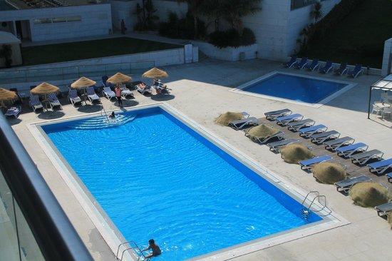 Costa da Caparica, Portugal: zona de piscina exterior