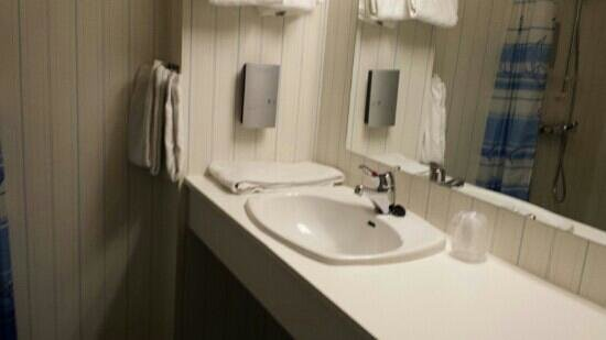 First Hotel Raftevold: the bathroom