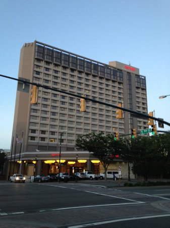 Richmond Marriott: Marriott by sunset