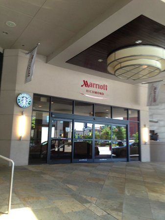 Richmond Marriott: Front Entry / Valet Parking