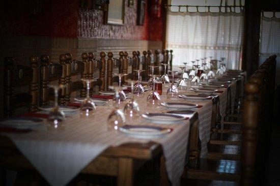Marisqueria Rafa: Mesa lista para que nuestros clientes ocupan asiento