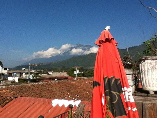 The Terrace Hostel: View of a still active volcano from the terrace