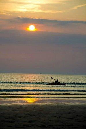 The Rocks Hotel: Sunset on Barricane beach