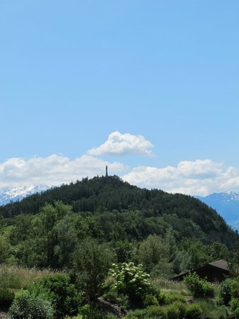 Chalet des Alpes : View of the iconic Christ-Roi statue from room