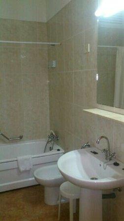 Hotel Trovador: baño 409