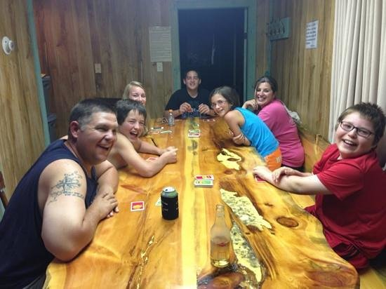Black Hills Cabins and Motel at Quail's Crossing: enjoying some family time