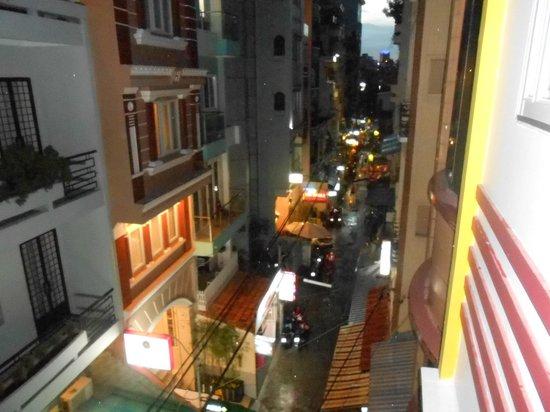 Titi Hotel: バルコニーから(夜)