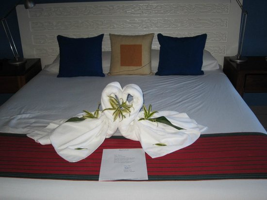 Xandari Resort & Spa: King size bed
