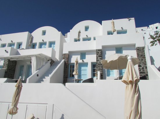 Tholos Resort: Rooms by the pool