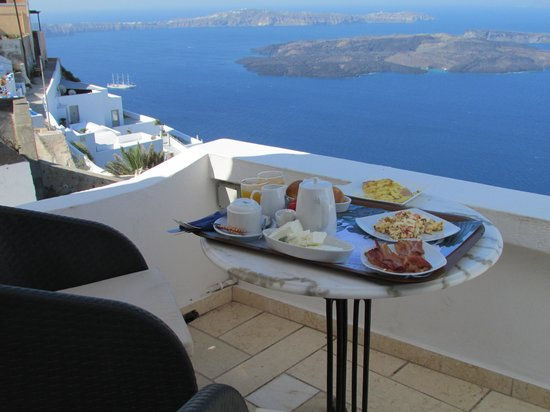 Tholos Resort: Breakfast on our balcony
